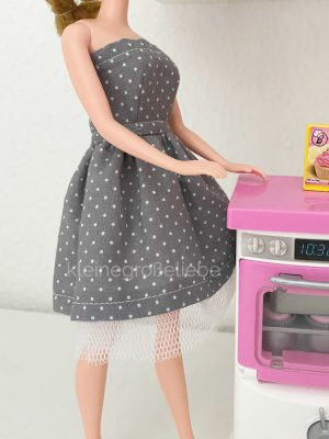 Graues Barbiekleid mit Tüll - DIY