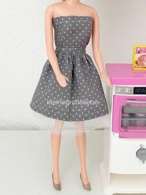 Trägerloses Barbiekleid grau mit Tüll